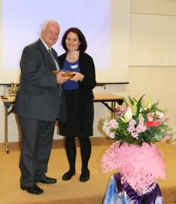 Nessa Ní Argadáin making a presentation to Dick Fields on the Silver Jubilee of Timirí